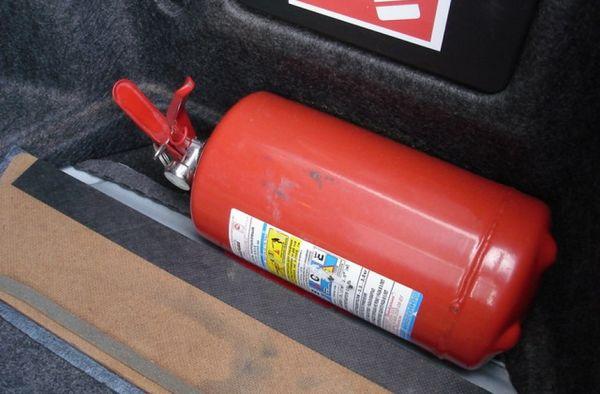 Огнетушитель для автомобиля
