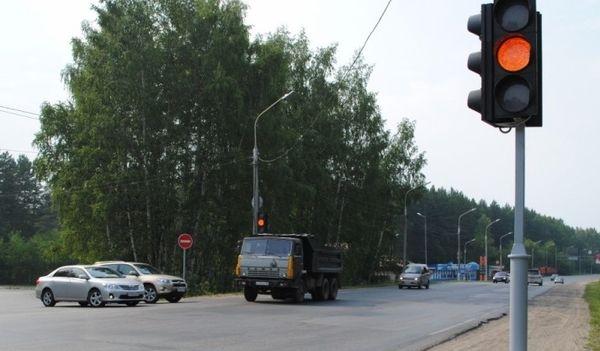 Сколько штраф за проезд на желтый свет светофора