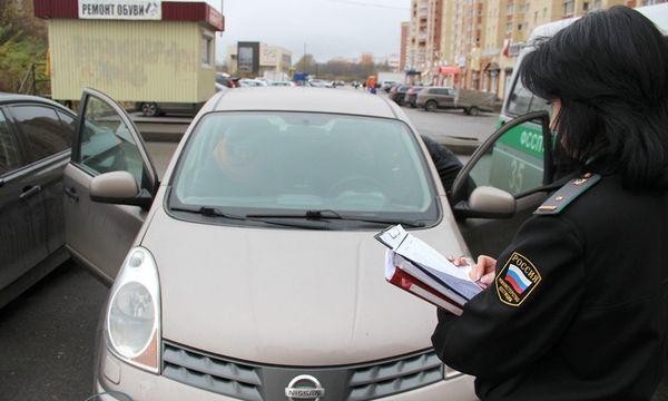 Приставы начнут лично предупреждать водителей о лишении прав за долги