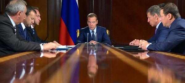 В Тольятти Дмитрий Медведев провел совещание по вопросам поддержки отечественного автопрома