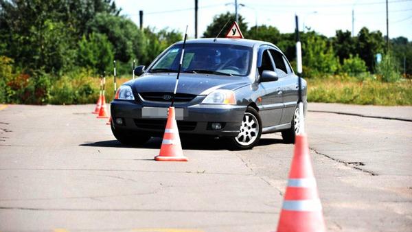 Массового закрытия автошкол в России не будет, утверждают в ГИБДД