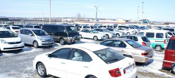 Падение рубля привело к увеличению спроса среди иностранцев на подержанные автомобили