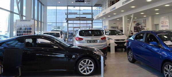 Продажи автомобилей в январе 2016-ого в России упали до уровня 2010 года