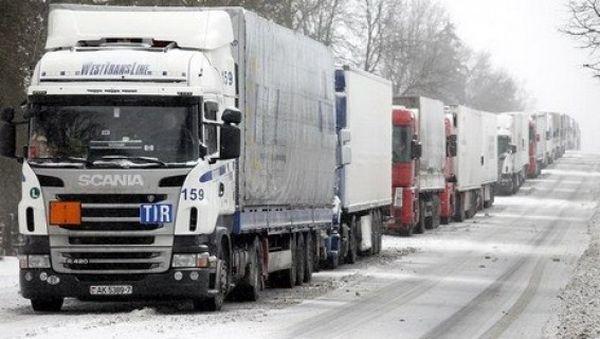 На границе Литвы и Беларуси не уменьшаются очереди фур