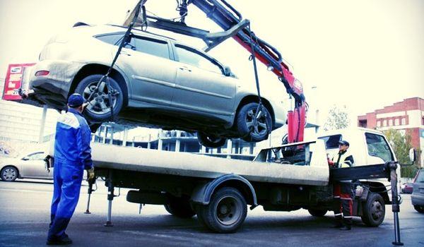 В Госдуме поддержали идею обязать штрафстоянки возвращать автомобили до оплаты