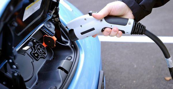 Цены на нефть могут рухнуть из-за электромобилей