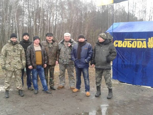 Украинские националисты снова начали блокировать фуры из России