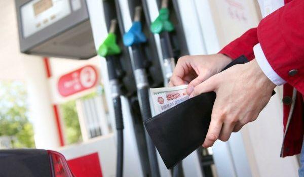 Владимир Путин подписал закон о повышении акцизов на автомобильное топливо с 1 апреля 2016 года