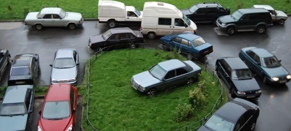 Неправильная парковка во дворе