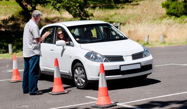 В школах и колледжах начнут обучать вождению