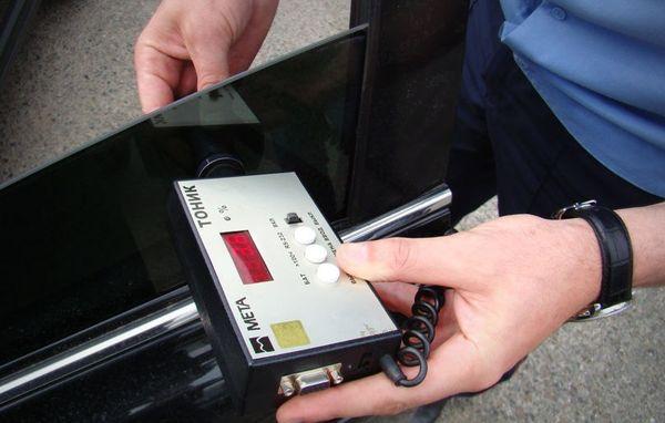Наказание за управление автомобилем с неправильной тонировкой могут ужесточить