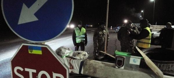 Украинские депутаты требуют от властей официально заблокировать транзит российских фур