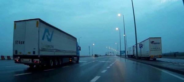 Российские грузоперевозчики не успевают использовать квоты для проезда в Польшу