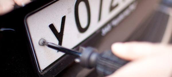 Водители в Москве снимают номера со своих автомобилей, чтобы не платить за парковку