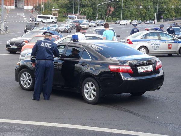 Водителей машин с  «мигалками» заставят соблюдать ПДД