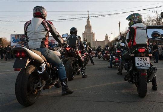 Власти Москвы задумались о штрафах для шумных стритрейсеров и мотоциклов