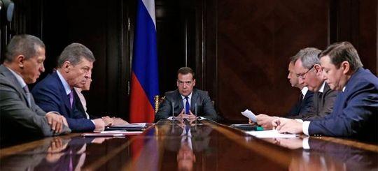 Медведев: халатность дорожников не прощать, региональные дорожные фонды — наполнить, дороги — отремонтировать