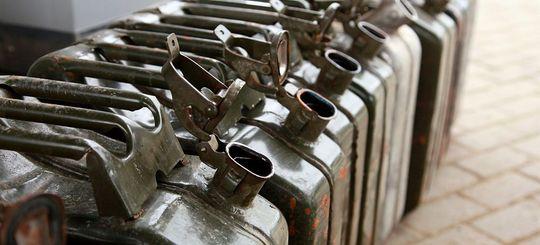 Впервые с 2000 года Россияне стали меньше заправляться – потребление бензина упало на 1,3%.
