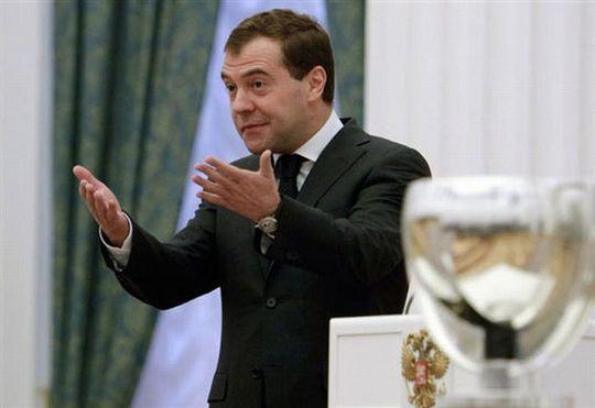 Не так давно Дмитрий Медведев заявлял, что отменить транспортный налог возможности нет
