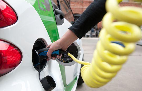 Производство первых в России дешевых зарядных станций для электромобилей запускается в Рязани