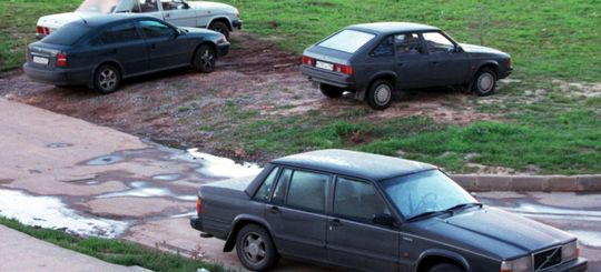 Инспекторы МАДИ будут штрафовать за парковку на газонах и детских площадках