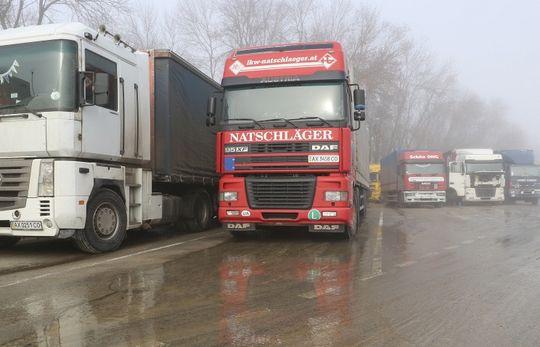 Киев заявил о блокировании украинских грузов на границе с Россией