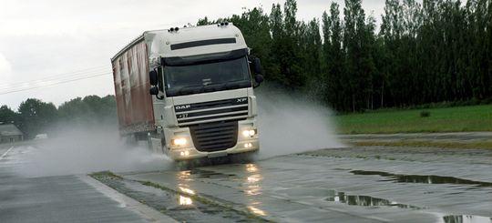 С грузовиков могут начать взимать плату за проезд по региональным и муниципальным трассам