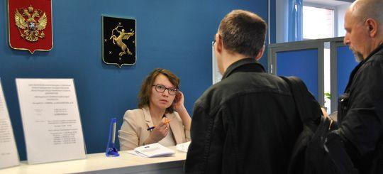 Водительские права можно обменивать в МФЦ: закон подписан