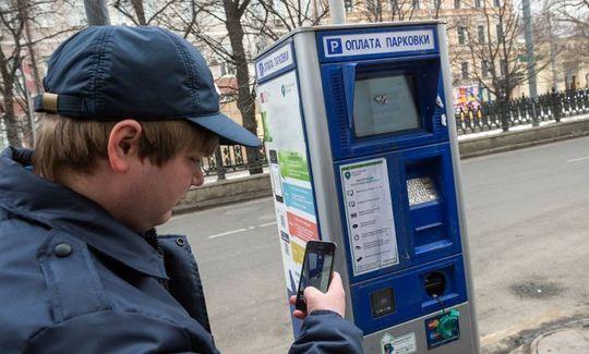 Пешие инспекторы АМПП начали фиксировать стоянку под запрещающими знаками в Москве