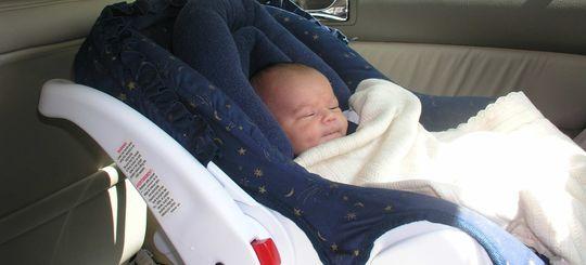 Материнский капитал могут разрешить тратить на детские автокресла