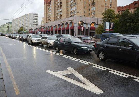 ЦОДД: в Москве стали реже парковаться на выделенных полосах