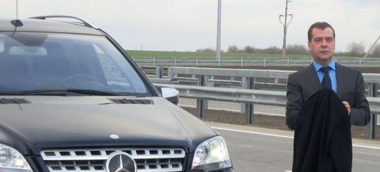 Эксперты опровергли слова Медведева об автомобиле в каждой российской семье