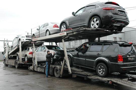С начала 2016 года резко снизился экспорт и импорт легковых автомобилей в России
