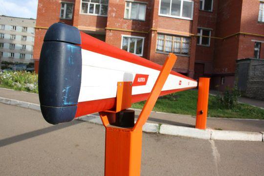 Власти Москвы призвали активнее устанавливать шлагбаумы во дворах