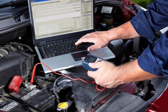 Автодилеры хотят чтобы страховщики направляли машины на ремонт только на официальные СТО