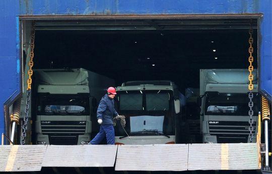 Российским дальнобойщикам разрешат объезжать Польшу на пароме