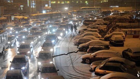 Жители мегаполисов в России стали чаще страдать «пробкофобией»