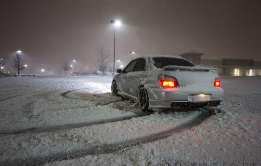 Москвича могут лишить водительских прав из-за снега на госномере