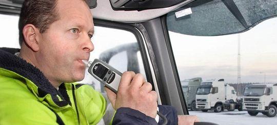 Не подуешь — не поедешь: в Госдуме предложили устанавливать алкозамки на авто