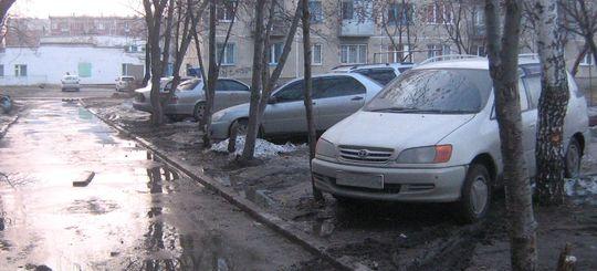 Вводится федеральный штраф за стоянку машин на газоне
