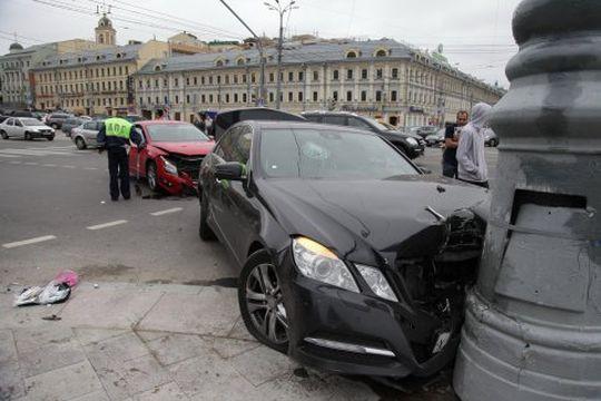 ГИБДД подсчитала, сколько правонарушений совершили автомобилисты Москвы за 2016 год