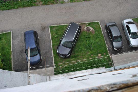 Верховный Суд разрешил парковаться на газонах в Удмуртии