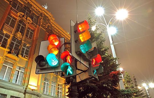 В Москве появился адаптивный светофор с датчиками движения, который улучшил дорожную обстановку