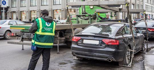 Общественники выступили против эвакуации машин без номеров