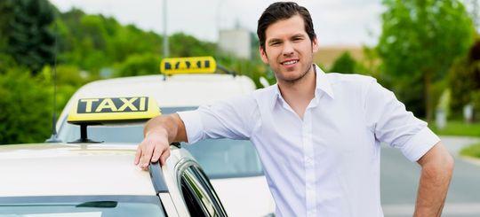 Таксистов и дальнобойщиков заставят подтверждать квалификацию