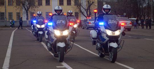Из водителей авто и мотоциклов с «мигалками» хотят сделать каскадеров