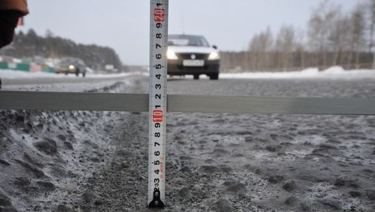 Красноярский водитель попал в ДТП и отсудил у дорожников более 100 тысяч рублей за ямы на дороге