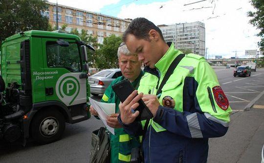 Сотрудники МАДИ частично заменят инспекторов ГИБДД в Москве: начнут выписывать штрафы не только за парковку на газоне