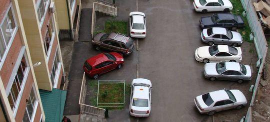 Как быть с парковкой во дворах, какие права есть у собственников МКД — мнение юристов