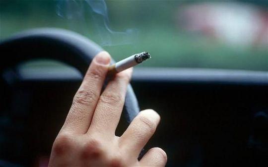 Куришь за рулем и выбрасываешь окурки? Не мусори — накажут!